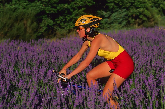 femme sur vélo